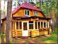 Комплекс Сосновый бор, 3 коттеджа, русская баня, беседка, водоем, лес.